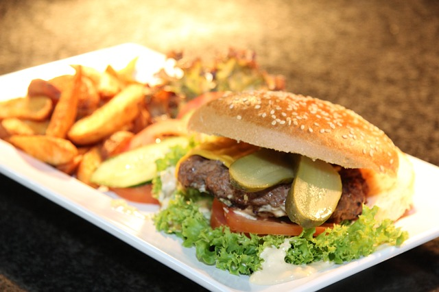 travelling with kids travelling with kids - burger chips 1459301490 - 7 tips for travelling with kids on a budget