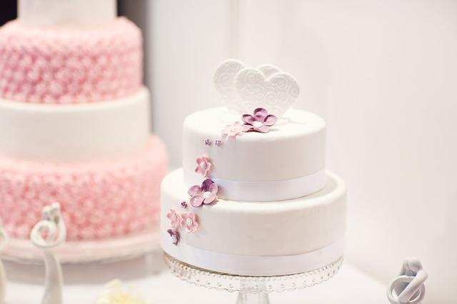 Bridezilla? Wedding hacks you need to remember - wedding cake 1488739026 - Bridezilla? Wedding hacks you need to remember
